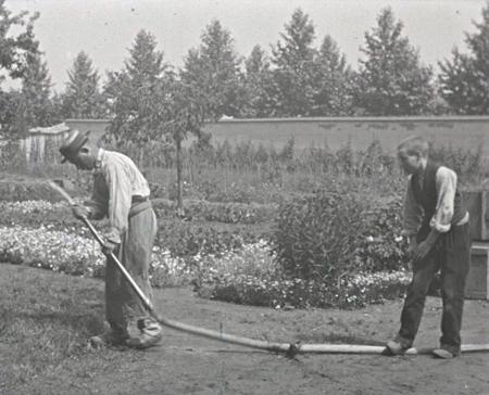 Frères Lumière, 1895, l'arroseur arrosé